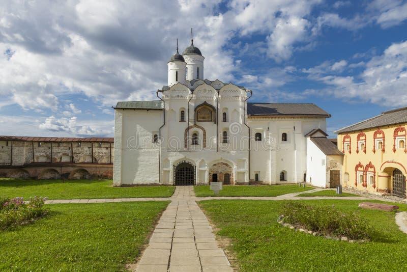 Строб воды для того чтобы отстробировать церковь Transfiguration стоковые фото