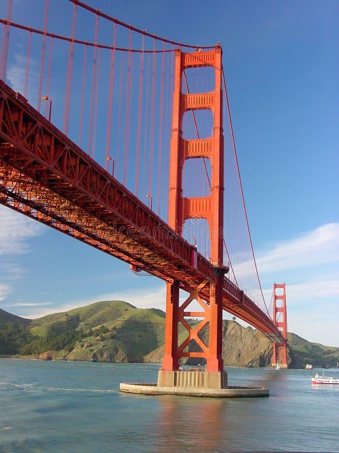 Download строб моста золотистый стоковое изображение. изображение насчитывающей вода - 85131