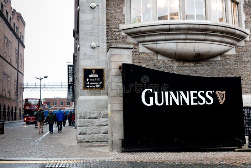 Строб на Storehouse Гиннесса, опыт винзавода говоря сказ пива ` s Ирландии известного на стробе ` s St James стоковое изображение rf