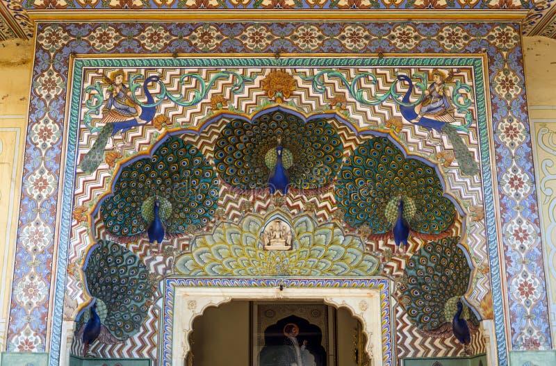 Строб павлина на Chandra Mahal, дворце города Джайпура в Джайпуре стоковые фото