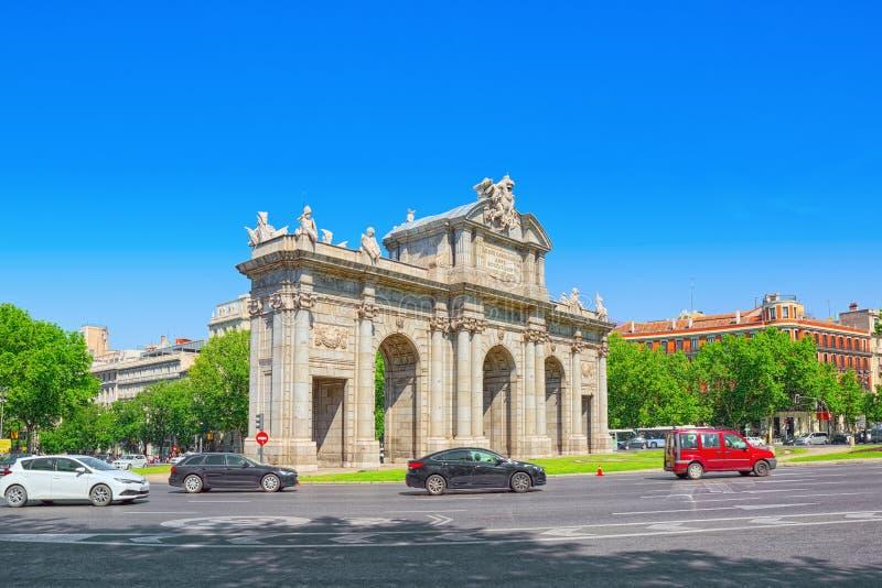 Строб памятника Alcala Puerta de Alcala Неоклассическ в стоковые изображения