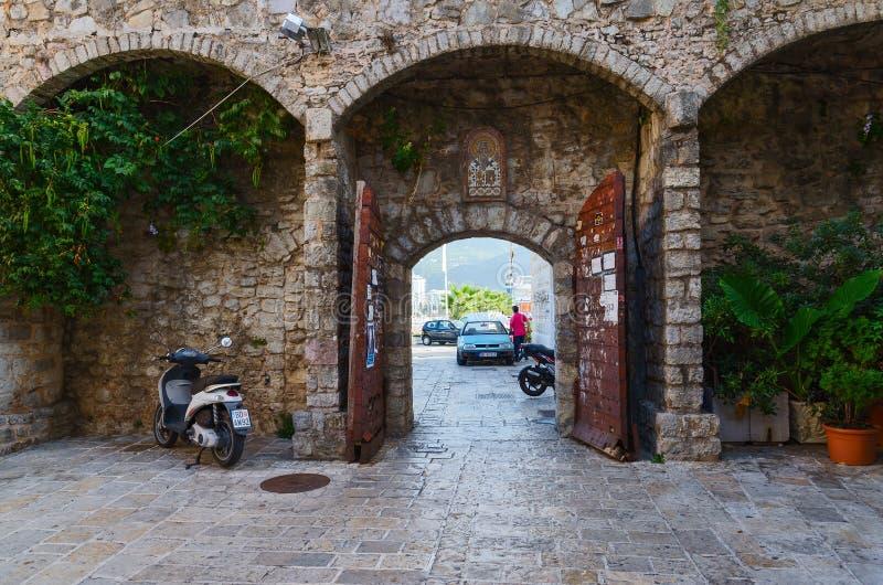 Строб старого городка Budva, Черногории стоковые изображения