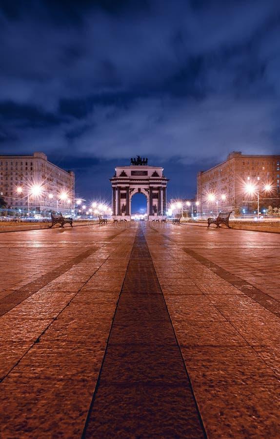 Строб триумфального свода на бульваре Kutuzov, парке победы, квадрате победы стоковые изображения rf