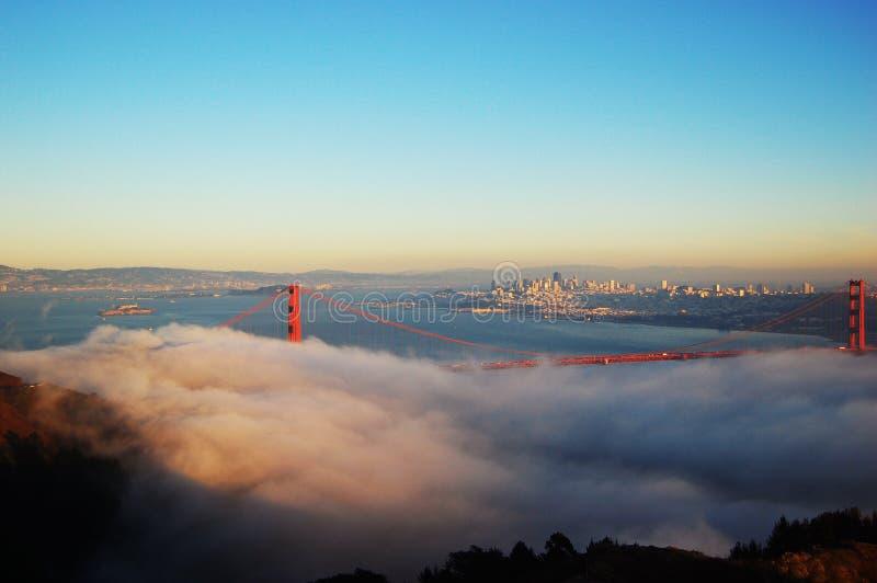 строб тумана моста золотистый стоковое изображение