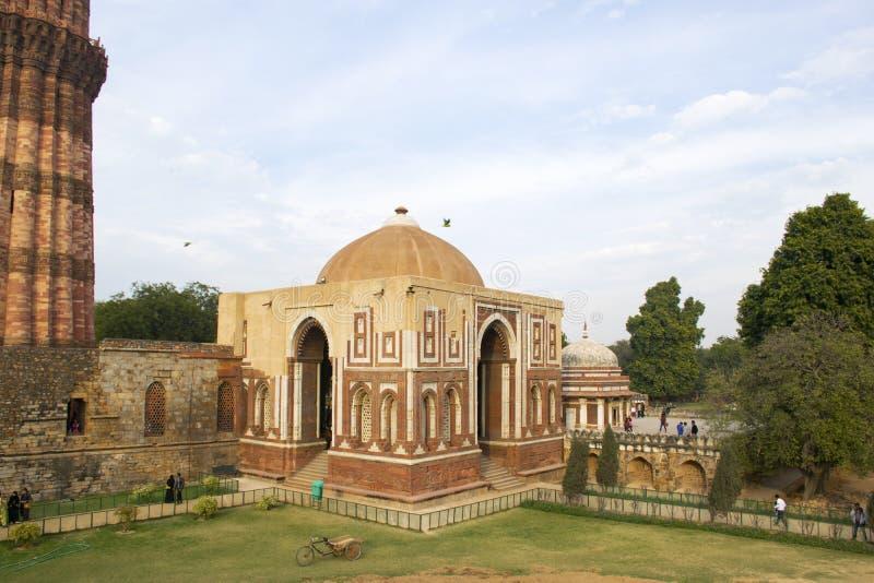 Строб Alai Darwaza Alai на комплексе Qutb Minar стоковая фотография
