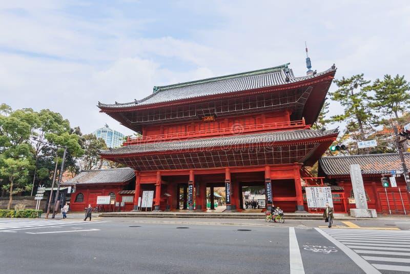 Строб Sangedatsumon на виске Zojoji в токио стоковое изображение