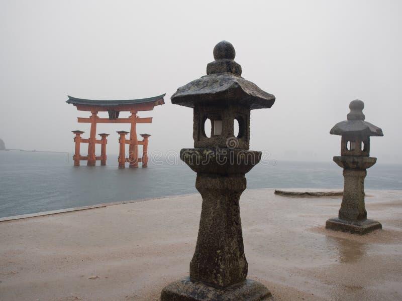 Download Строб Torii в океане стоковое изображение. изображение насчитывающей статуя - 81807021