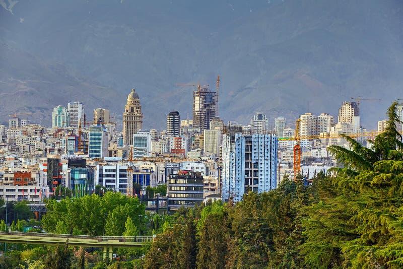 Строительные площадки многоэтажных зданий в северном Тегеране, инфракрасн стоковые фото