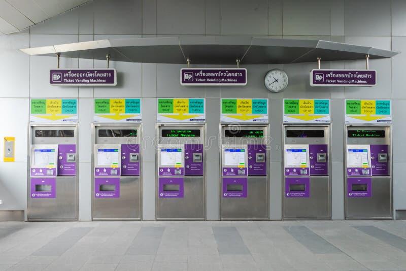 строка автомата билета на станции Бангкоке платформы MRT Bangson стоковые изображения rf