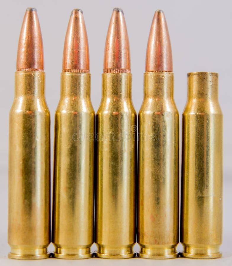 Строка боеприпасов при увольнянное кругом стоковое изображение rf