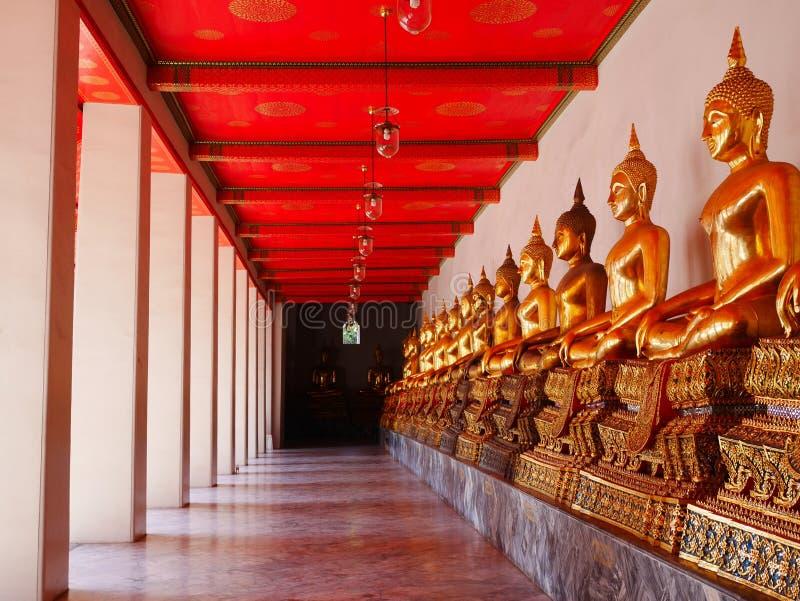 Строка Будды отображает на Wat Pho стоковые фотографии rf