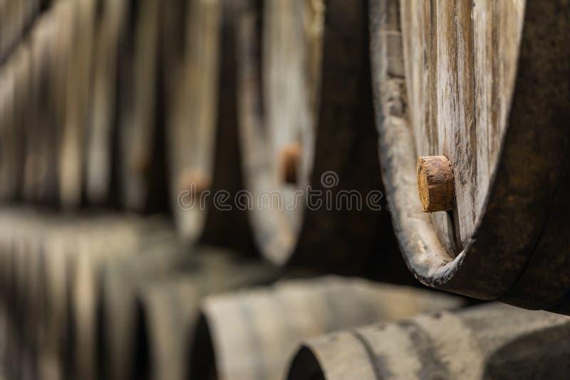 Строка деревянного вина Порту несется винный погреб Порту стоковая фотография rf
