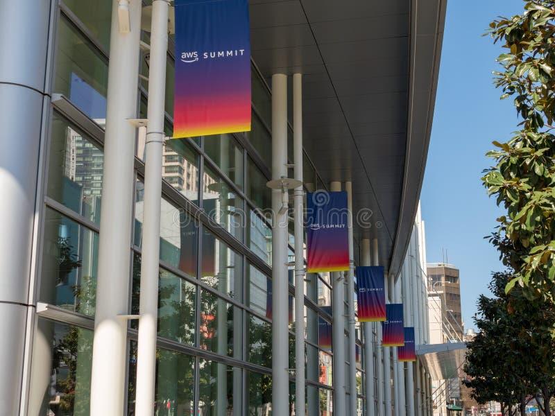 Строка знамен саммита веб-служб AWS Амазонки в Сан-Франциско стоковые фото