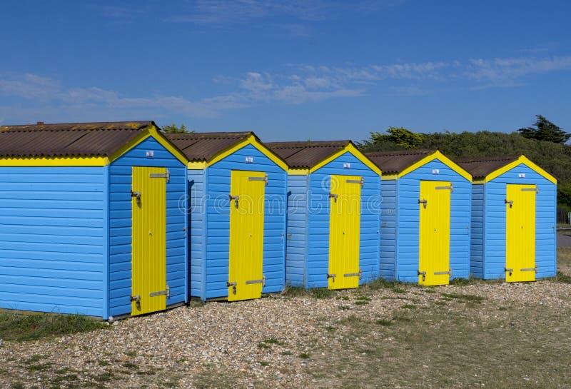Строка хат пляжа, Littlehampton, Англия стоковое фото
