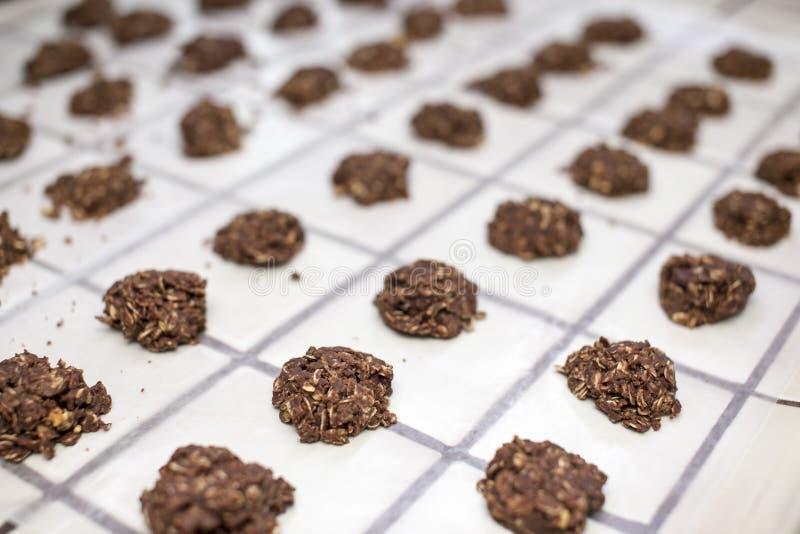 Строки никаких испеченных десертов печенья стоковая фотография rf