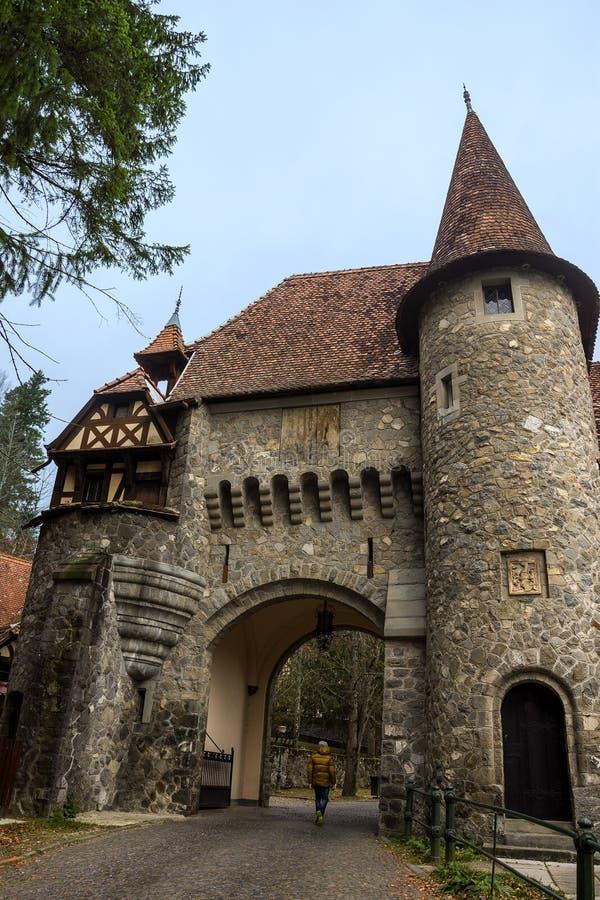 Строя архитектура в парке замка Peles стоковые фото