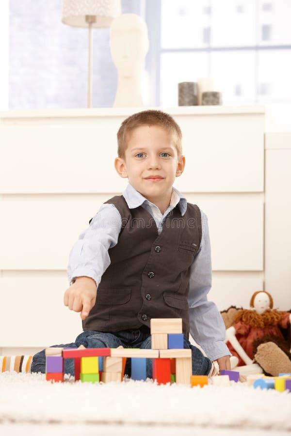 строя игрушки милого малыша самолюбивые стоковые изображения