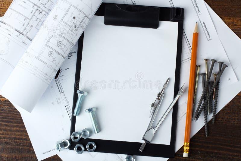 строя изоляция сверла оборудует белизну стоковое изображение