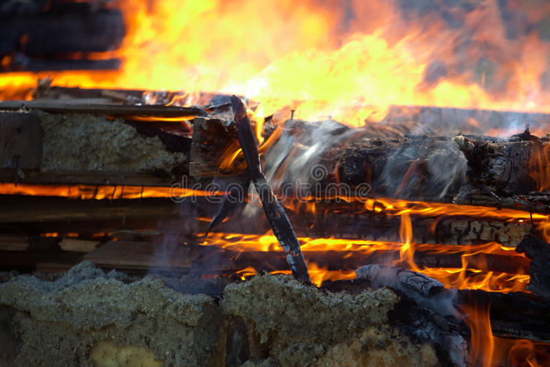 Строя огонь стоковые изображения rf