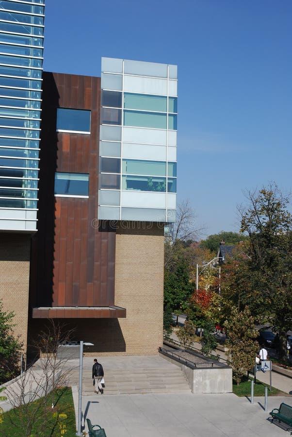 строя самомоднейший университет науки стоковое фото rf