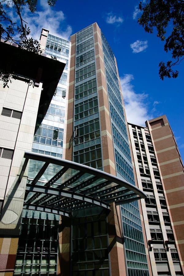 строя самомоднейший университет стоковая фотография