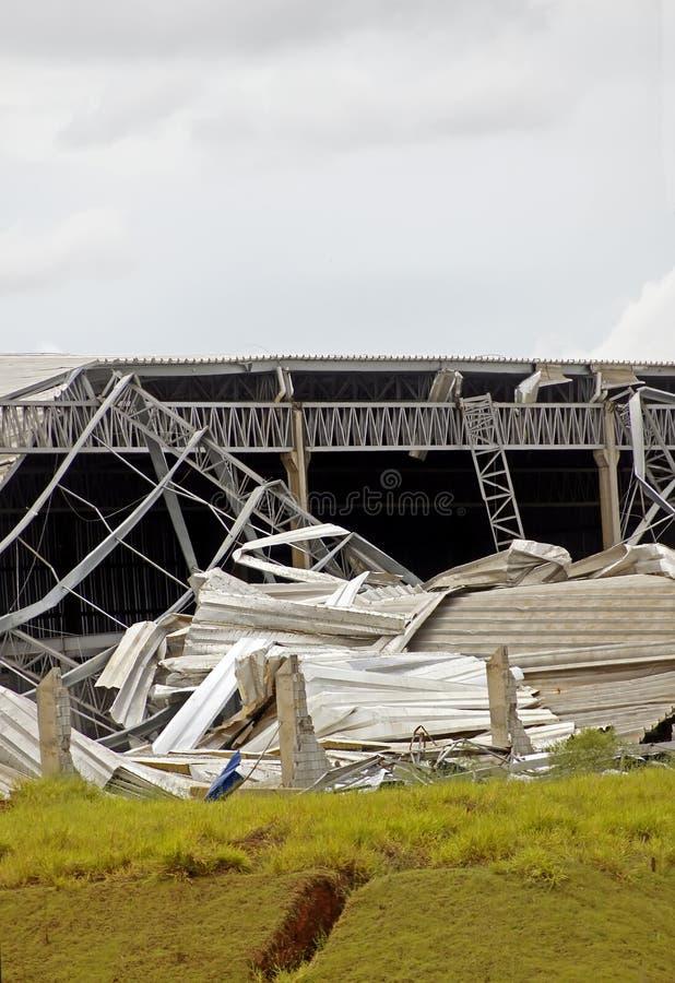 Структура металла разрушенная после шторма стоковое изображение rf
