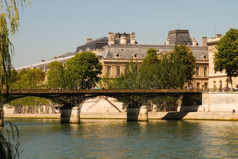 Download Стручк-замки Pont des Arts стоковое фото. изображение насчитывающей пары - 33735242