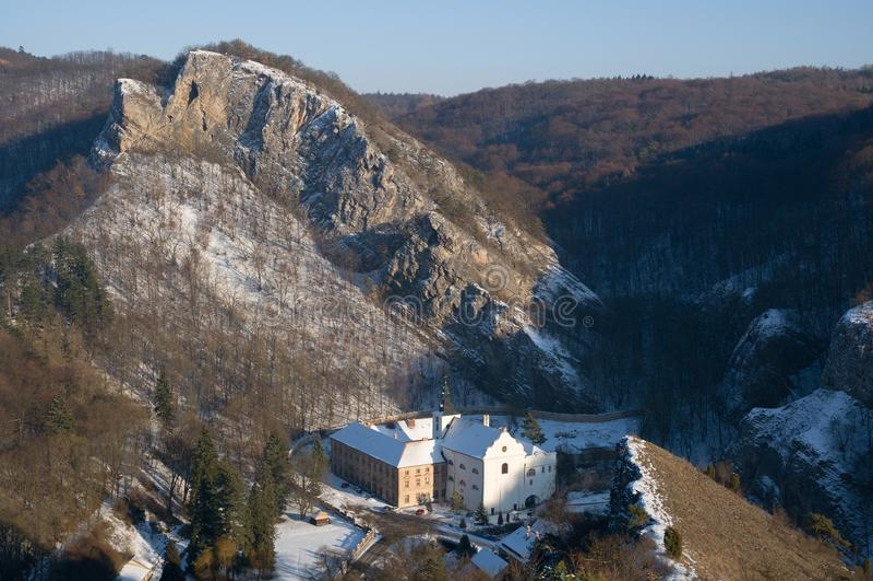 Стручок Skalou Svaty января, центральная Богемия, чехия стоковые фото