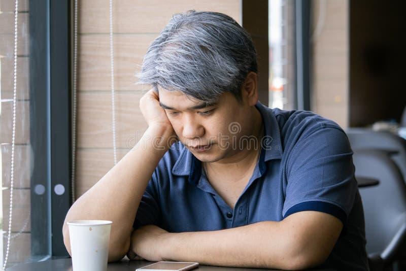 Фото икарябонной спины мужчины