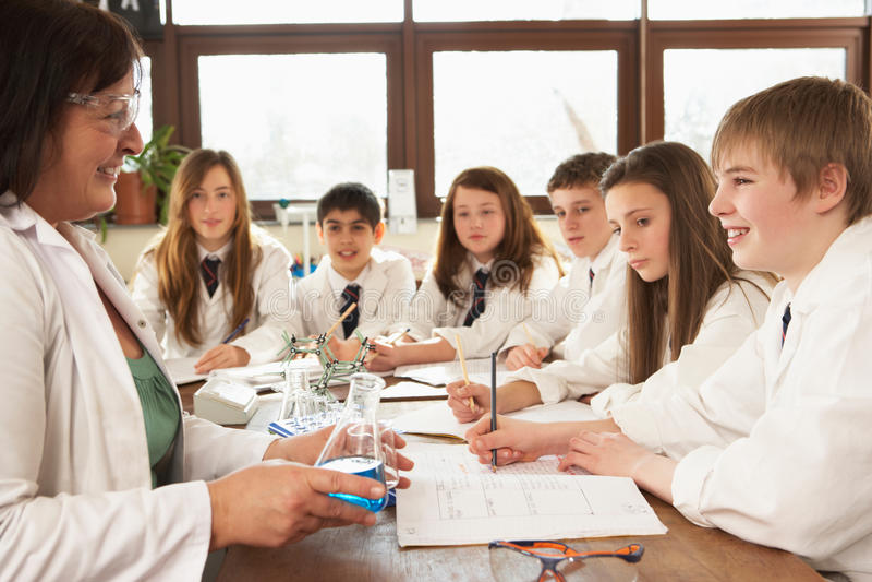 студенты науки группы типа подростковые стоковые изображения rf