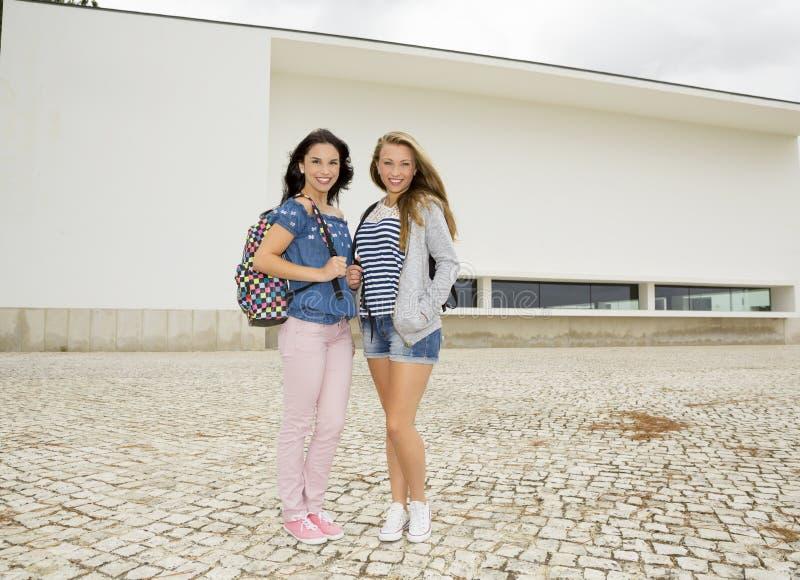 студенты подростковые стоковое изображение rf