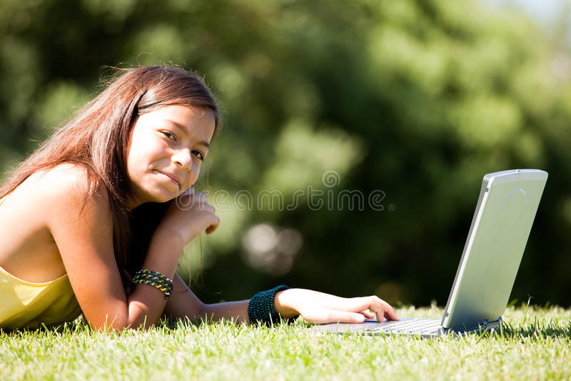 студент девушки маленький самомоднейший стоковая фотография