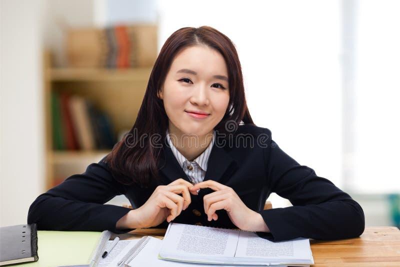 Студент детенышей довольно азиатский. стоковые фотографии rf