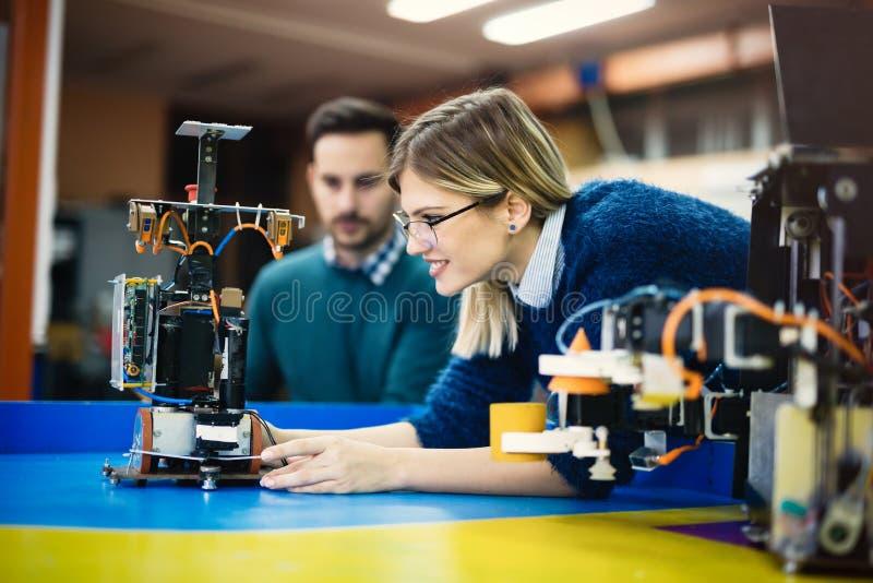 Студент инженерства и робототехники стоковое фото rf