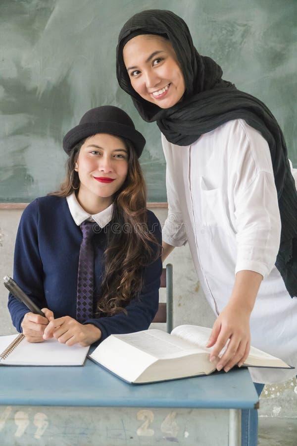 Студент и учитель на классе стоковое фото