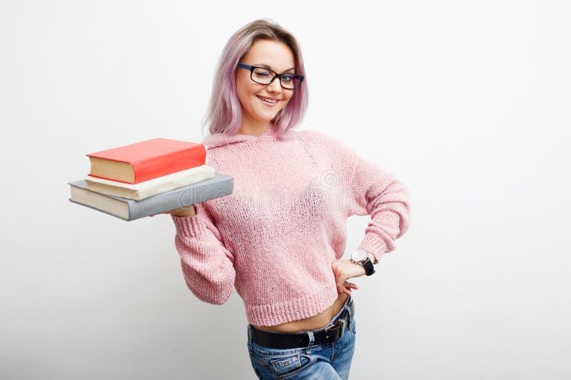 Студент Молодая женщина с книгами стоковая фотография