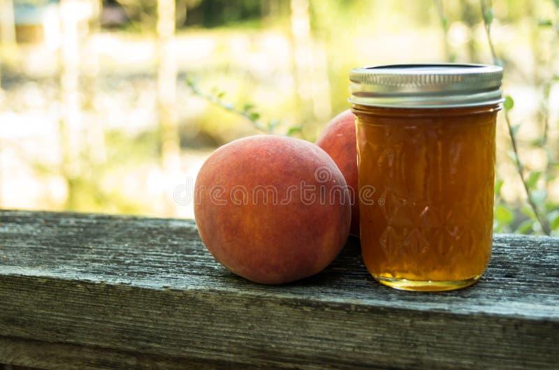 Студень персика с персиками стоковое изображение rf