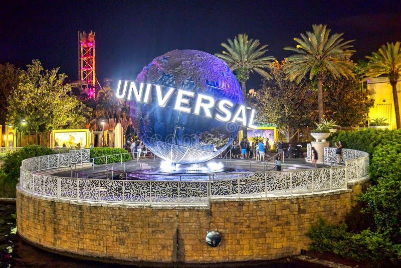 Студии Universal, глобус земли Орландо загорелись вечером стоковая фотография rf