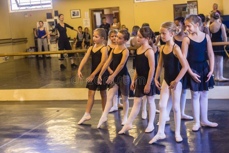 Студия девушок балета стоковые изображения