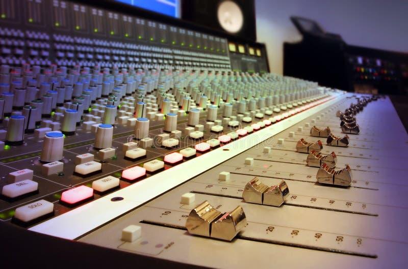 студия звукозаписи пульта смешивая стоковые фото