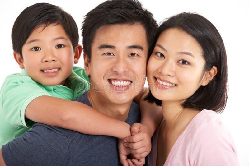 Студия снятая китайской семьи стоковые фотографии rf