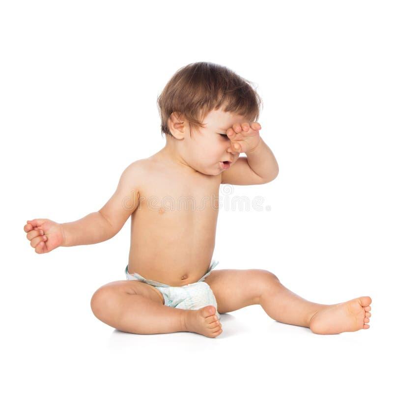 Студия снятая сонного младенца в пеленках стоковые фотографии rf