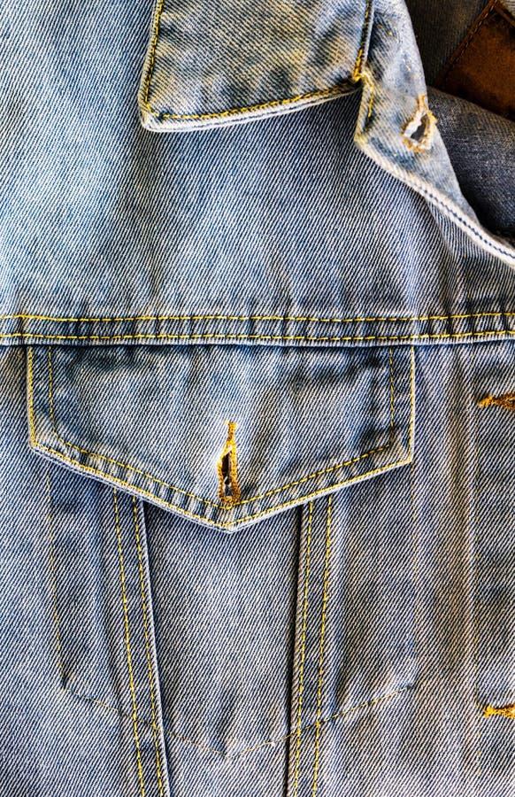 Студия denim открытый карман и воротничий угол синего джинсового жилета, близкие к нему, одежда, джинсы, якорь, ткань текстура стоковые изображения rf