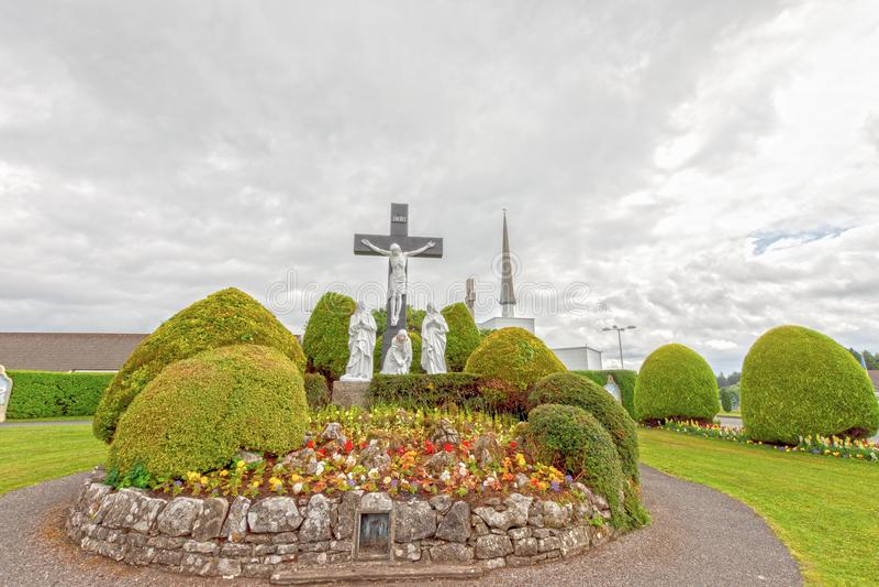 Стук, Mayo, Ирландия Святыня Мэриан ` s Ирландии национальная в Co Mayo, посещенном мимо над 1 5 миллионов людей каждый год Святы стоковые изображения