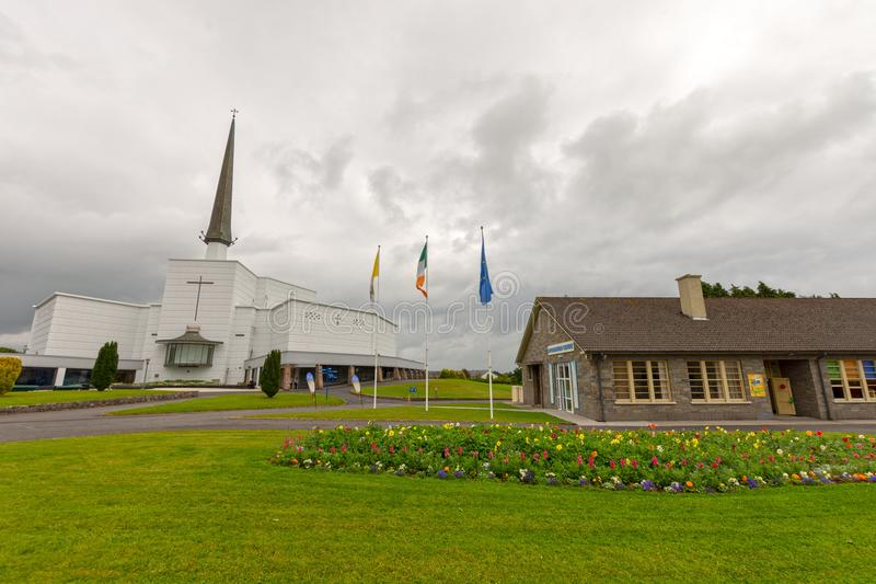 Стук, Mayo, Ирландия Святыня Мэриан ` s Ирландии национальная в Co Mayo, посещенном мимо над 1 5 миллионов людей каждый год Святы стоковая фотография rf