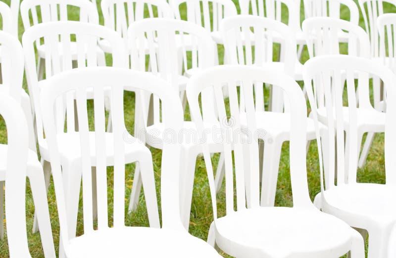 стулы служат поводом экстренныйый выпуск стоковое изображение