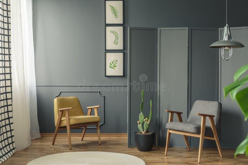 2 стуль в интерьере комнаты стоковое фото rf