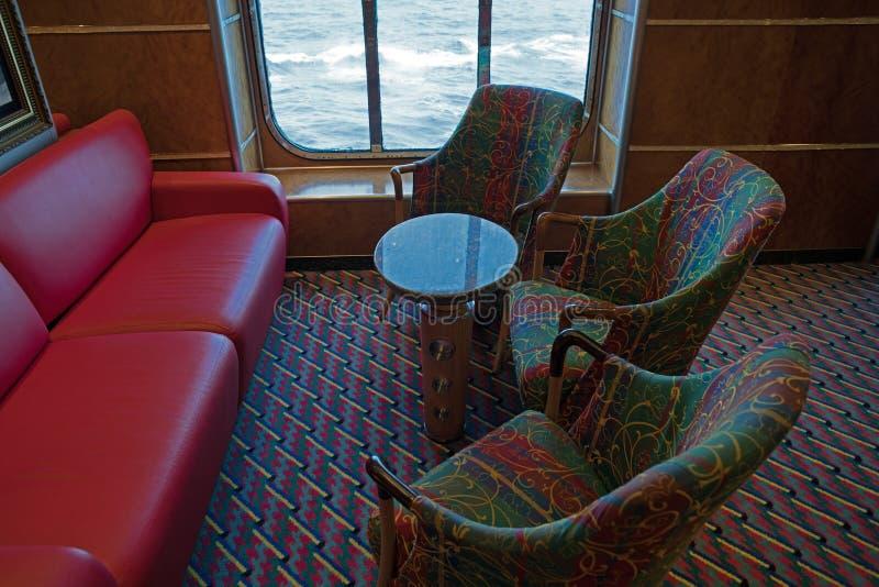 Стул на салоне туристического судна стоковое изображение