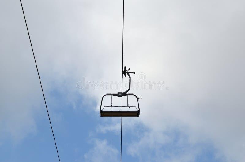 Стул подъема лыжи стоковое изображение rf
