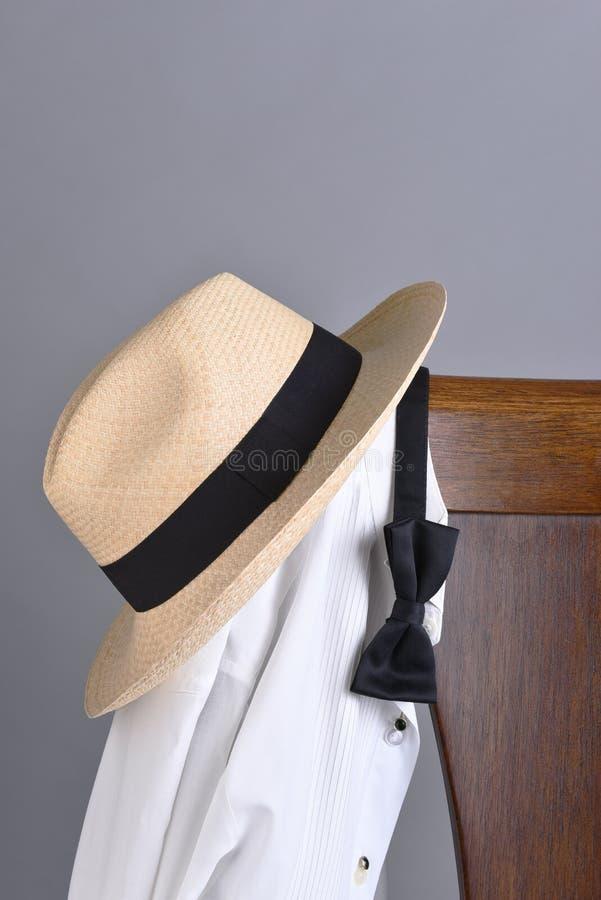 Стул бабочки рубашки смокинга шляпы стоковые изображения rf